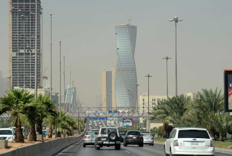 Saudi private sector growth eases in March